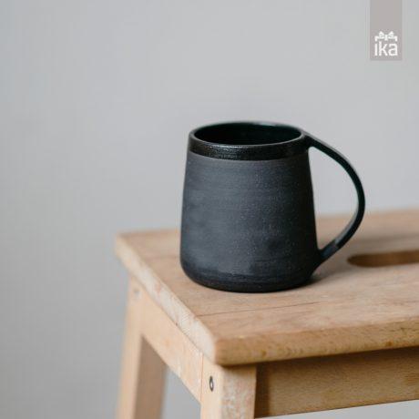 Črn lonček | Black cup | Katja Orličnik